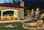 Location vacances Omiš - Three-Bedroom Holiday Home in Gata-2