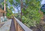 Location vacances Riverside - Cabin with Pool Table Less Than 1 Mi to Lake Gregory!-4