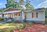 Location vacances Morrow - Updated Farmhouse with Backyard, 10mi to Dtwn Atlanta-2