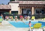 Location vacances Moissac-Bellevue - Holiday home Regusse 33 with Outdoor Swimmingpool-1