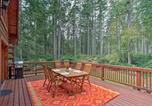 Location vacances Shelton - Anderson Island Cabin on Half Acre with Fire Pit-3