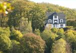 Location vacances  Luxembourg Province - Quaint Holiday Home with Jacuzzi in Bouillon Ardennes-1