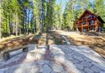 Location vacances Grass Valley - Griffin's Lair - Spacious & Modern Lakefront Cabin home-1