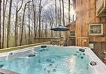 Location vacances Hendersonville - Hendersonville Cabin with Hot Tub and Fire Pit!-2