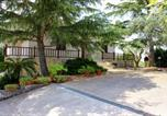 Location vacances  Province de Tarente - Large villa with pool Martina Franca Puglia-1