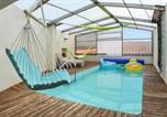 Location vacances Saint-Saturnin - Holiday Home Rue du Petit Corent-1