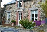 Location vacances Baguer-Pican - House with 2 bedrooms in Le Vivier sur Mer with furnished terrace and Wifi-1