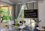 Camping avec Piscine couverte / chauffée Dauphin - Camping Le Clos de Barbey-1