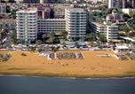 Location vacances  Malaga - Apartamentos Bajondillo-2