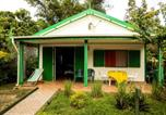 Location vacances Toamasina - House with one bedroom in Foulpointe Madagascar with wonderful sea view enclosed garden and Wifi 30 m from the beach-1