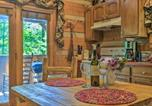 Location vacances Townsend - Townsend Cabin w/ Deck & Smoky Mountain Views-3