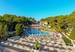 Camping avec Piscine couverte / chauffée Le Bar-sur-Loup - Camping Holiday Green -1