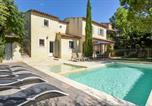 Location vacances Grans - Awesome home in Pélissanne with Outdoor swimming pool and 4 Bedrooms-1