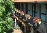 Location vacances Bernbourg - Hotel garni & Oma's Heuhotel 'Pension zur Galerie'-3