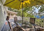 Location vacances Rogers - Hillside Rogers Cottage with Beaver Lake Views!-1