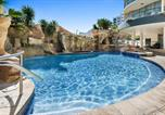 Location vacances Diddillibah - Self-Contained Unit with Ocean Views, Pools and Gym-2