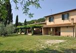 Location vacances  Province de Rieti - Magliano Sabina Villa Sleeps 8 Pool Wifi T218388-1