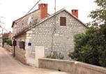 Location vacances Milna - Apartments by the sea Milna, Brac - 5242-3
