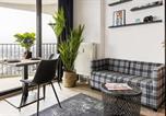 Location vacances Augsburg - Stunning City View & Tropical Vibes - Studio Apartment-4