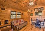 Location vacances Bridgeport - Rural Cabin Hideaway with Fire Pit and Mtn Views!-1