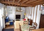 Location vacances Saint-Vaast-sur-Seulles - House with 2 bedrooms in Bayeux with shared pool enclosed garden and Wifi-1