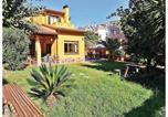 Location vacances Premià de Dalt - Four-Bedroom Holiday Home in El Masnou-1