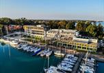 Hôtel Siófok - Hotel Yacht Wellness & Business-1