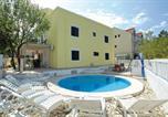 Hôtel Croatie - Dragan's Den Hostel-1