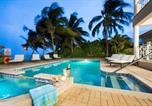 Location vacances  Iles Cayman - Villa Amarone by Grand Cayman Villas-1