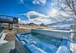 Location vacances Livingston - Unique Cabin with Indoor Pool and Mountain Views!-1