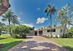 Location vacances Jupiter - Charming Getaway w/ New Kitchen & Private Backyard home-1