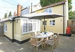Location vacances Middleton - Cozy holiday home in Westleton with garden-1