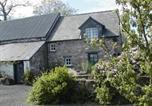Hôtel Clifford - Alltybrain Farm Cottages and Farmhouse B&B-1