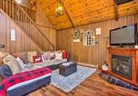 Location vacances Clarks Summit - Chic Poconos Chalet with Deck and Lake Access!-4