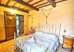 Location vacances  Province de Macerata - Zona Artigianale Callarella Villa Sleeps 4 Pool-4
