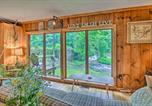 Location vacances Stockbridge - The Mill River Cabin with Fireplace and River View!-1
