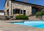 Location vacances La Sauvetat - Domaine des Pierres D Auvergne-1