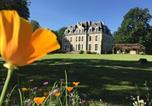 Hôtel Vernantes - Château des Essards avec piscine et jacuzzi-1