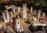 Location vacances  Province de Sienne - Il Prunello - una casa tra le Torri-1