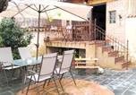 Location vacances  Valladolid - Holiday home Calle Casas Nuevas-1