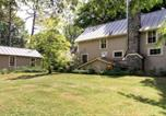 Location vacances New London - Country Home next to Covered Bridge-3