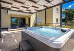 Location vacances Kostrena - Awesome apartment in Kostrena Sveta Lucij w/ Outdoor swimming pool, Jacuzzi and 3 Bedrooms-1