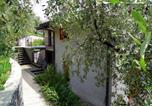 Location vacances  Province de Brescia - Luxurious Apartment at In Vello Italy with Balcony-2