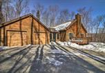 Location vacances Brattleboro - Cabin with Climbing Wall and Game Room, 5 Mi to Mt Snow-4