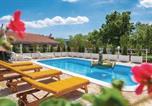 Location vacances Ružić - Three-Bedroom Holiday Home in Unesic-3