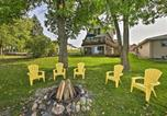 Location vacances Lake Geneva - Rock River Waterfront Cabin Dock and Game Room-1