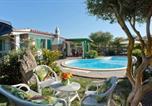 Location vacances  Province de Carbonia-Iglesias - Villa con Piscina 200 mt dalla piaggia 10 persone-1