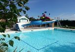 Camping avec Parc aquatique / toboggans Lot - Camping Les Chalets sur la Dordogne-1