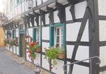 Location vacances Bornheim - Hotel Zum Schwan, Garni Weilerswist-Metternich-2