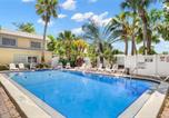 Location vacances St Pete Beach - Waves 17, 1 Bedroom, Sleeps 4, Pool View, Heated Pool, Bbq, Wifi-1